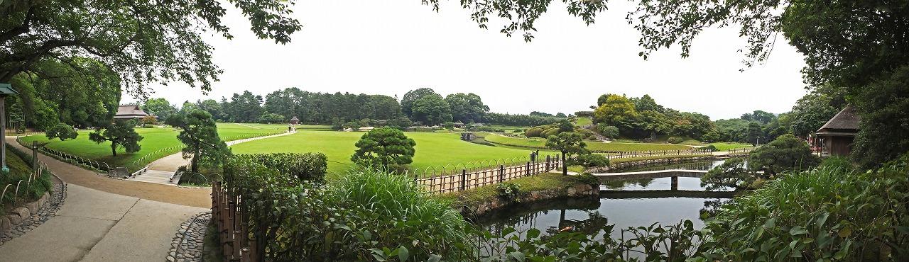 s-20150706 後楽園南門を入って直ぐの場所から眺めた今日の園内ワイド風景 (1)
