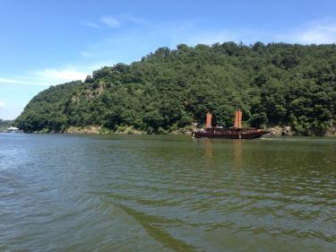 さっきまでいた낙화암も船から見えます。