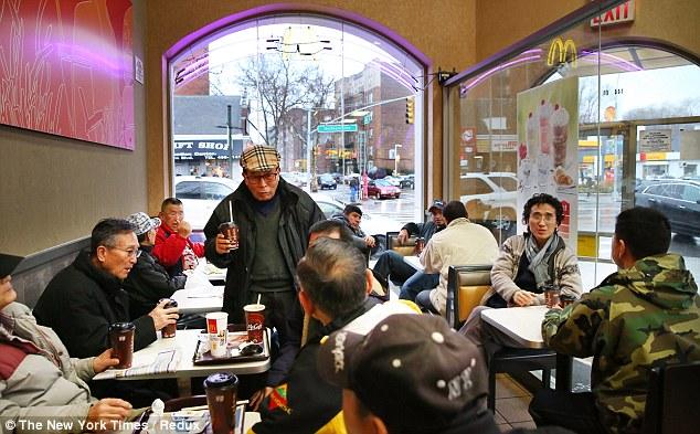 マクドナルド コーヒー一杯で居座る韓国人