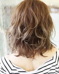 ふわくしゅパーマのゴージャスなヘアスタイルはファーと相性◎