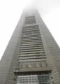 ドックの下から見たランドマークタワー