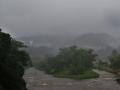降り出した雨