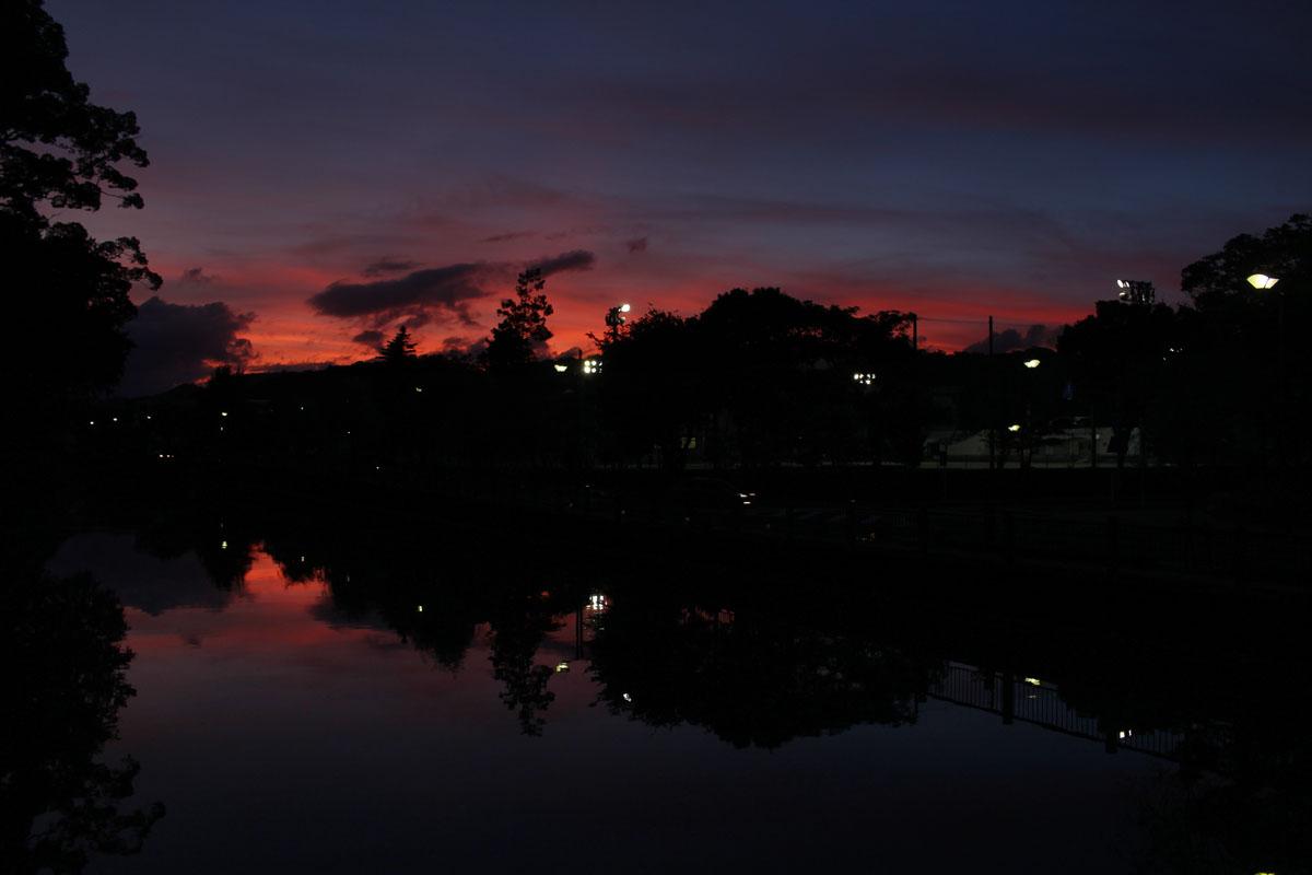 駿府城公園・北御門橋から西の空と中堀 150713
