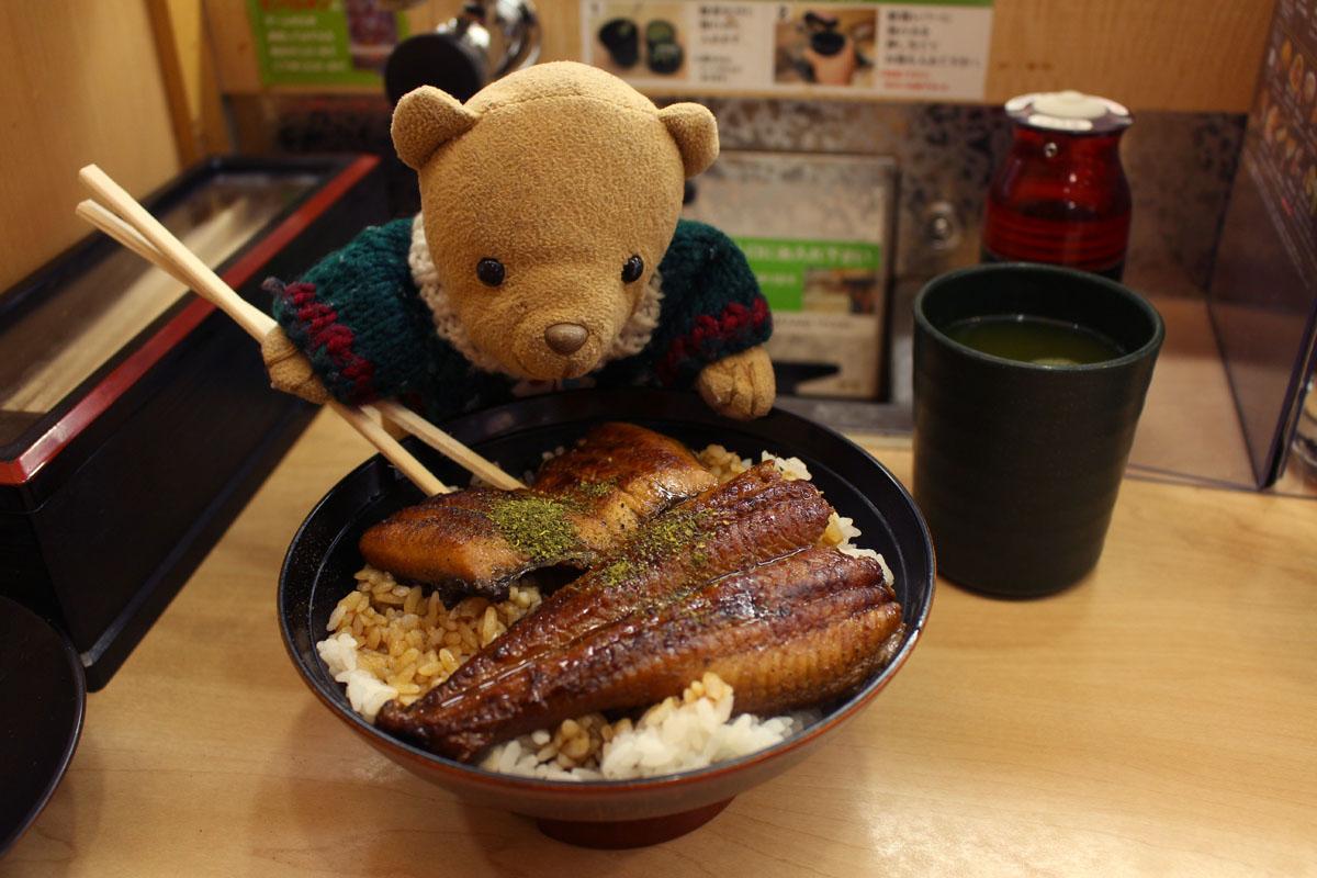 くら寿司 すしやの特上うな丼をいただく