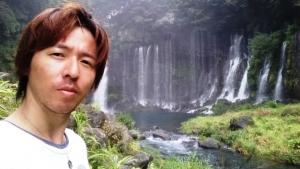 白糸の滝と 山縣有斗