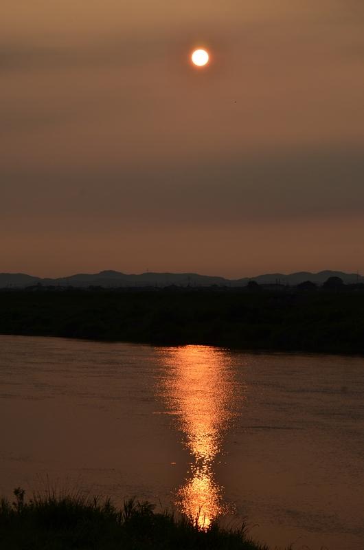 川面の夕陽-1