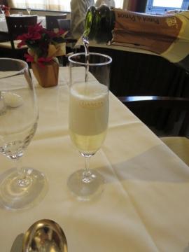 グラススパークリングワイン 756円