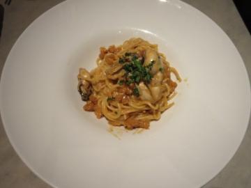 牡蠣と海老味噌ラグーのスパゲッティーニ 1556円(税別)