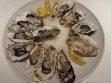 生牡蠣の盛合せ、3種4ピース 5278円(税別)