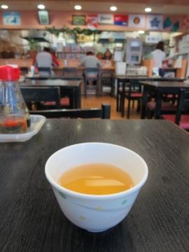 セルフのお茶はジャスミン茶