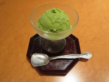 抹茶アイス 300円