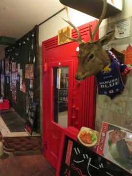 ビル内で一番興味ある赤狼を通り過ぎ・・・