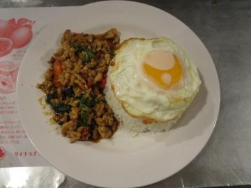 鶏ミンチのバジルチリ炒めご飯 900円