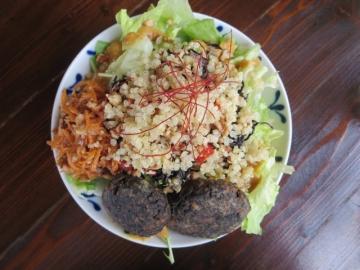 野菜サラダ、小さな揚げもの