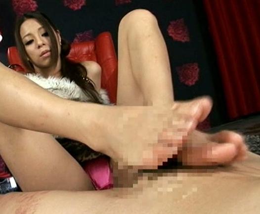 足フェチには堪らない長身美脚女王の足臭漂う素足コキの脚フェチDVD画像6