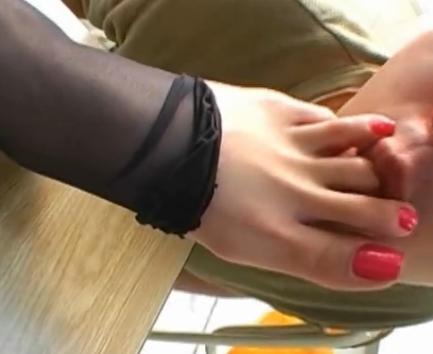 足フェチ男に足指や足裏をしゃぶられ絶頂してしまう女子校生の脚フェチDVD画像6