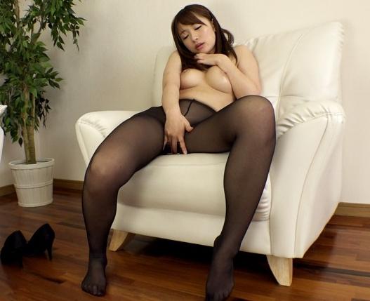 股間に食い込むハイレグ美女がパンスト足コキや着衣SEXの脚フェチDVD画像3