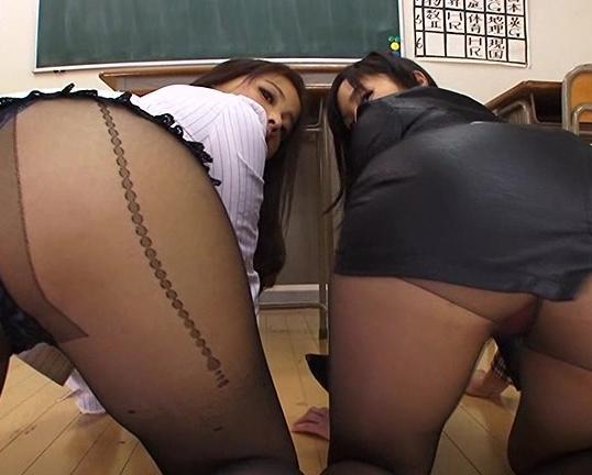 優しい淫語と黒パンスト美脚で足コキ責めをする痴女教師の脚フェチDVD画像2