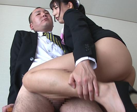 淫乱なホテルコンシェルジュがヒールコキや太腿コキで指導の脚フェチDVD画像4