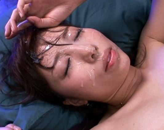 臭いザーメンが大好きな美少女が男の足指を舐めながら足コキの脚フェチDVD画像6