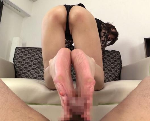 淫語がエロすぎる痴熟女の蒸れた素足でM男を足コキ抜きの脚フェチDVD画像4