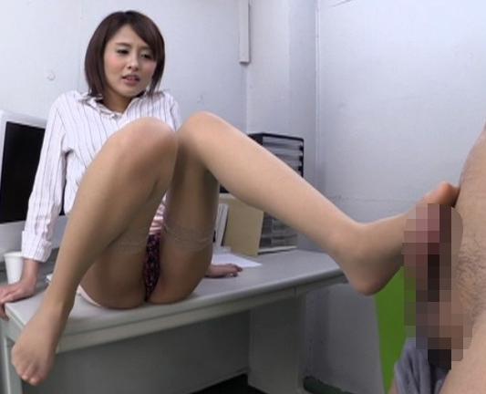 肉付きの良いムチムチ太腿にパンストを穿いた美脚OLの足コキの脚フェチDVD画像3