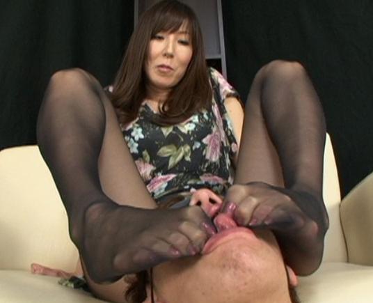 くそエロいパンスト熟女の足裏で足コキされ瞬殺射精の脚フェチDVD画像3
