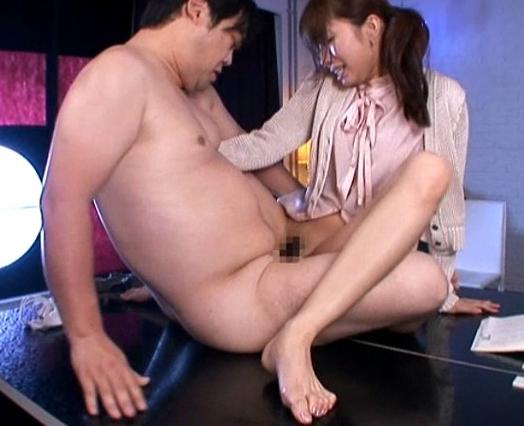足コキマニア専用のセックスをしちゃう美雪ありすに興奮の脚フェチDVD画像3