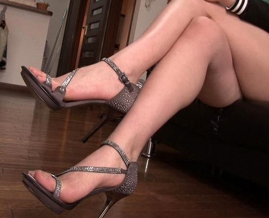 長身痴女が黒パンスト美脚で男の肉棒を足コキ責めの脚フェチDVD画像3