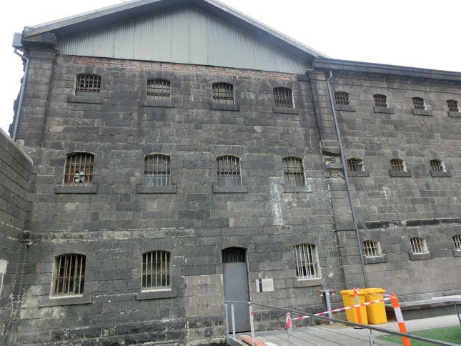 6:12古監獄外観