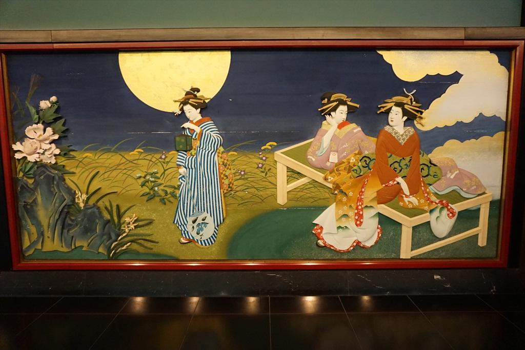 回廊を飾る見事な画_2