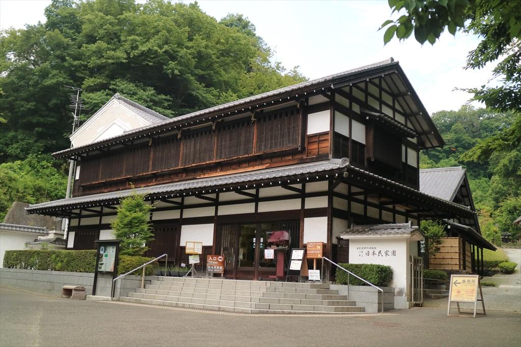 日本民家園の本館展示室付近_1
