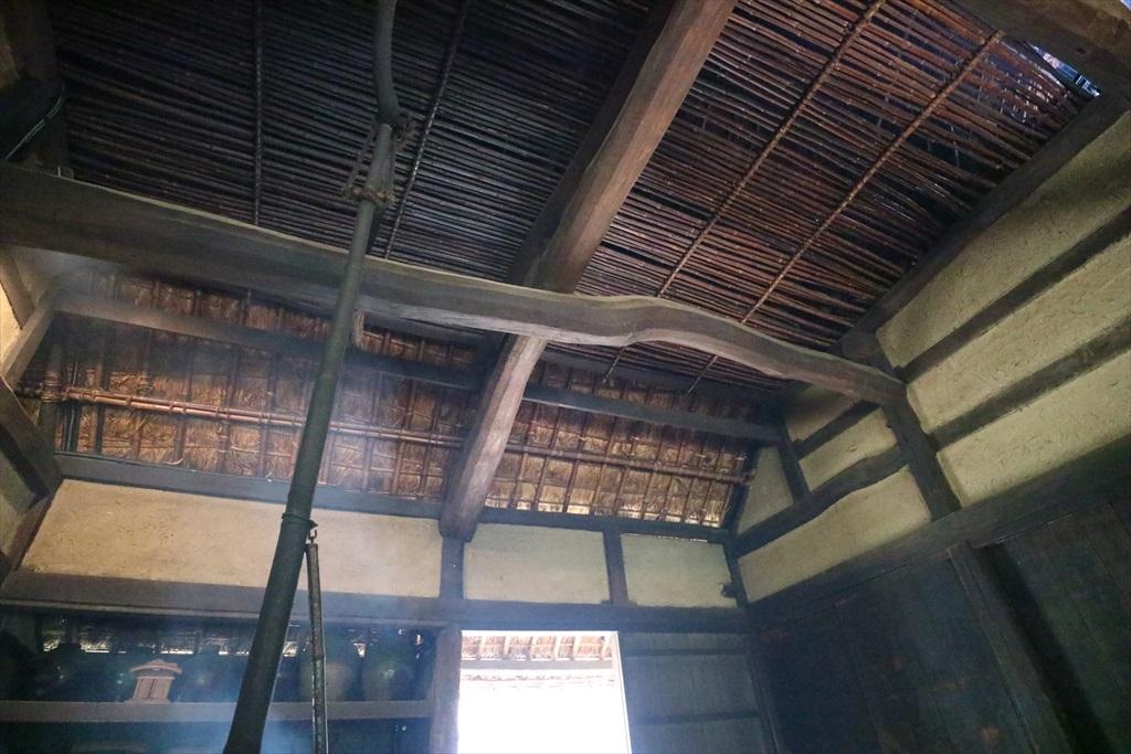 天井の張り方も酷似_2