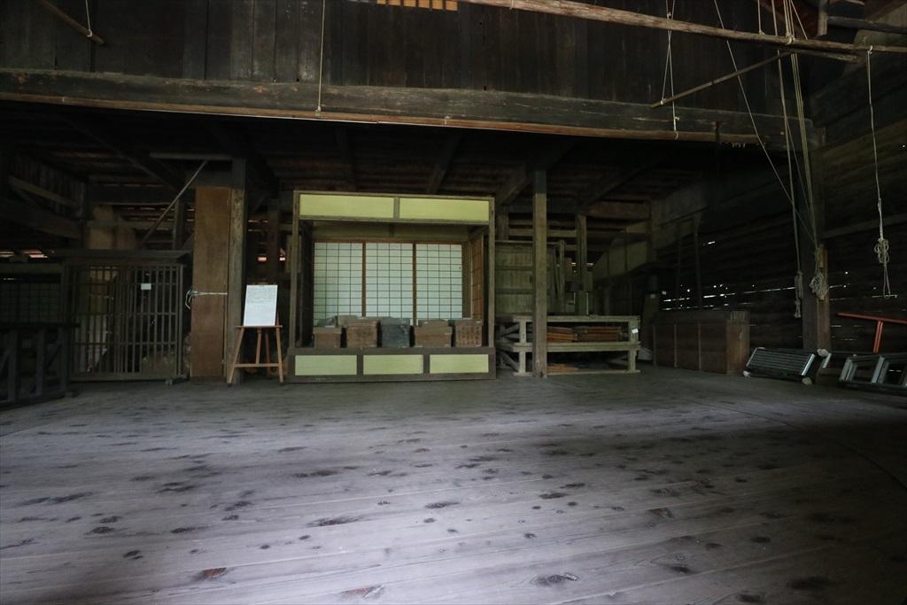 建物正面舞台の様子_3