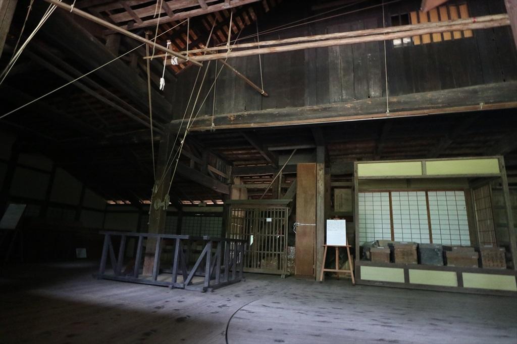 建物正面舞台の様子_5