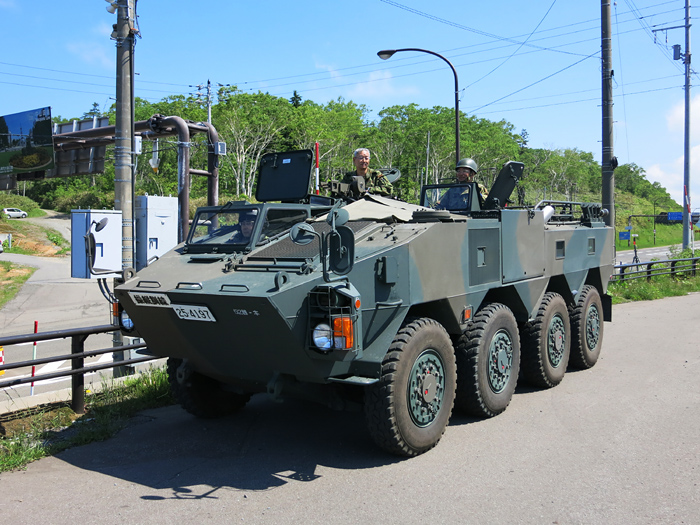 中山峠 自衛隊 装甲車