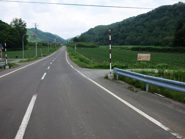 道道695号線 オロウエン大滝キャンプ場 曲がり角