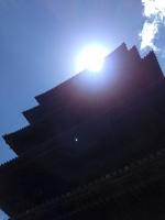 五重塔と光の線