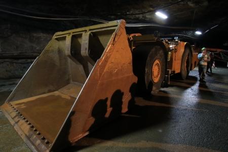 鉱山用重機1_10