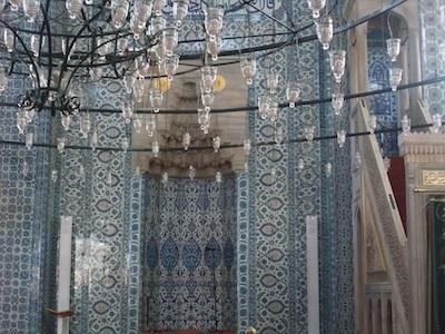 ルステムパシャモスク内部