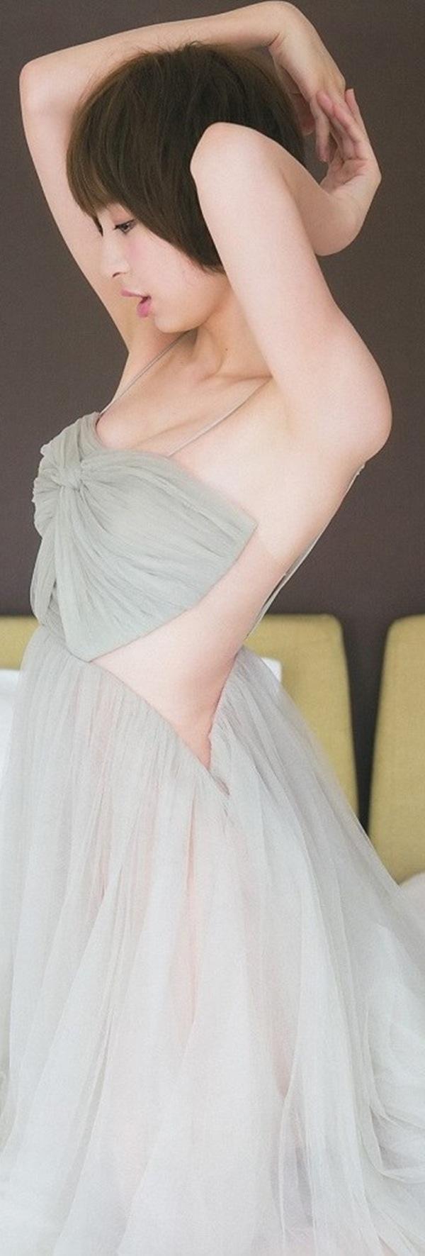 【篠田麻里子】