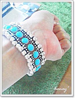bracelet-blue5.jpg