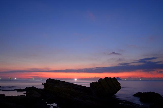 漁火が燈る海(2)