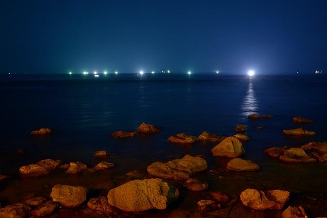漁火が燈る海(1)