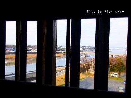 中津城-窓枠から