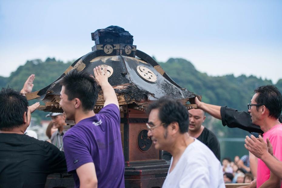 2015.07.04あばれ祭り 神輿を海へ火の中へ13