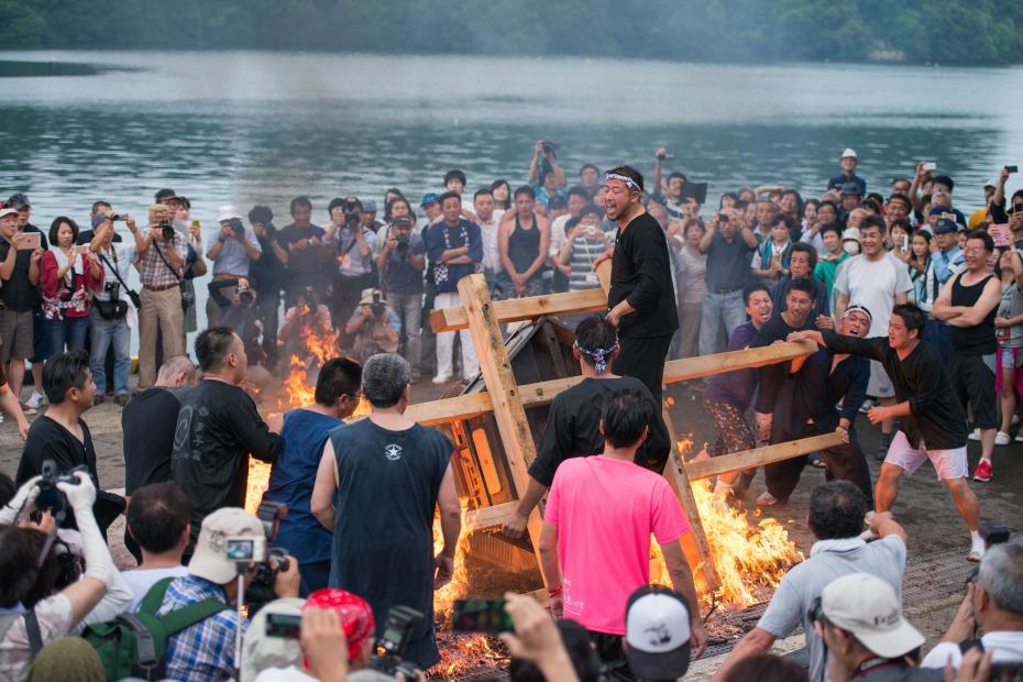 2015.07.04あばれ祭り 神輿を海へ火の中へ12