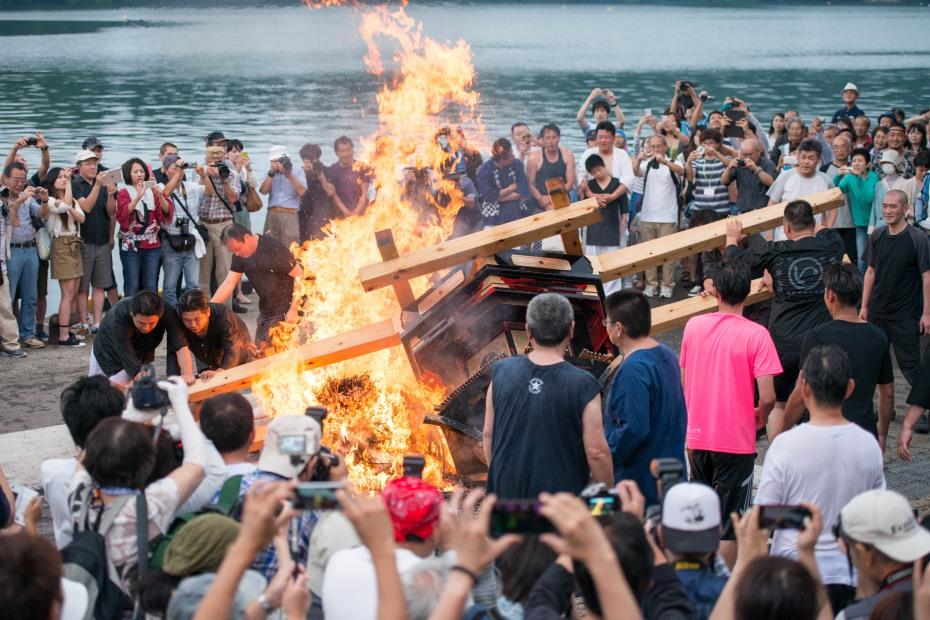 2015.07.04あばれ祭り 神輿を海へ火の中へ7