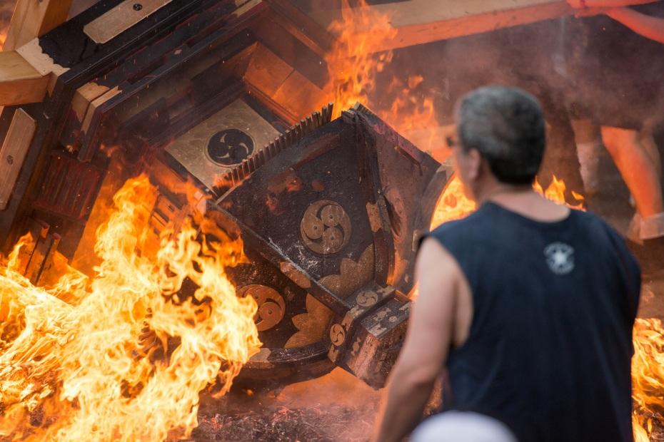 2015.07.04あばれ祭り 神輿を海へ火の中へ9