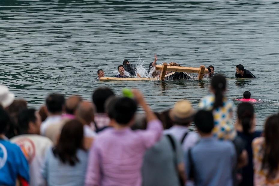 2015.07.04あばれ祭り 神輿を海へ火の中へ5